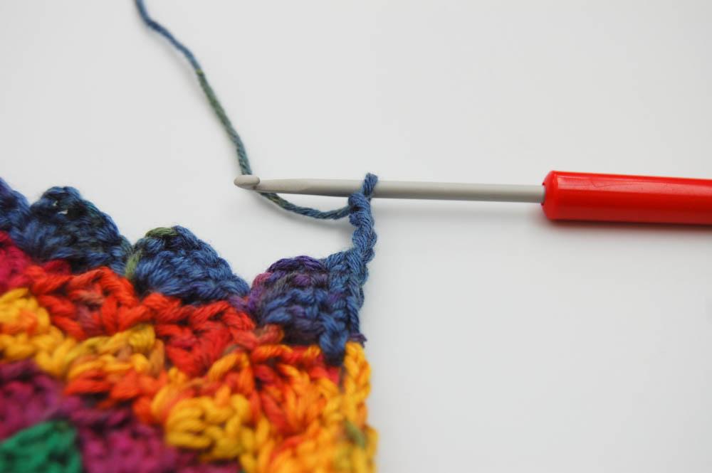 Von Ecke zu Ecke häkeln_Schal_Abnahmen Rand_3 Luftmaschen  Anleitung: Schal im Muster Von Ecke zu Ecke häkeln