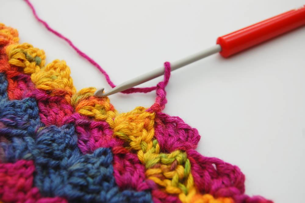 Von Ecke zu Ecke häkeln Schal Beginn Quadrat im Innenbereich  Anleitung: Schal im Muster Von Ecke zu Ecke häkeln