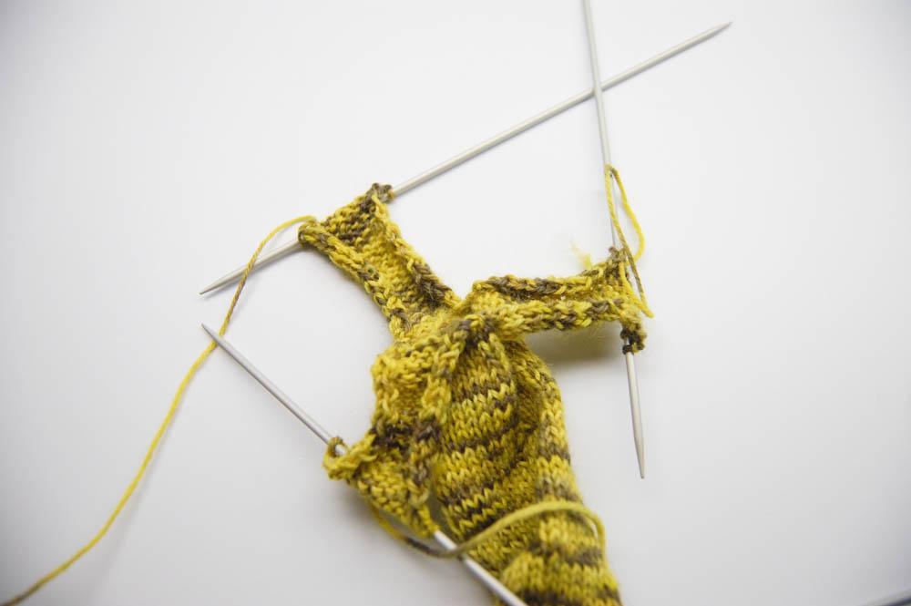 gestrickter Knoten-Schal -10  Anleitung: Dekorativer gestrickter Knoten-Schal