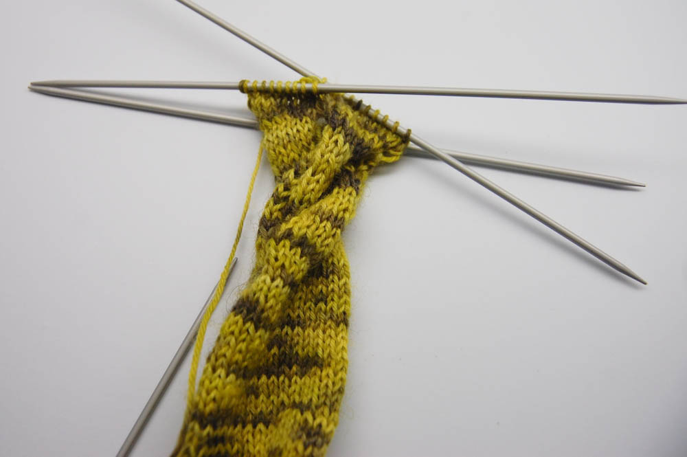 Knoten-Schal stricken-13  Anleitung: Dekorativer gestrickter Knoten-Schal