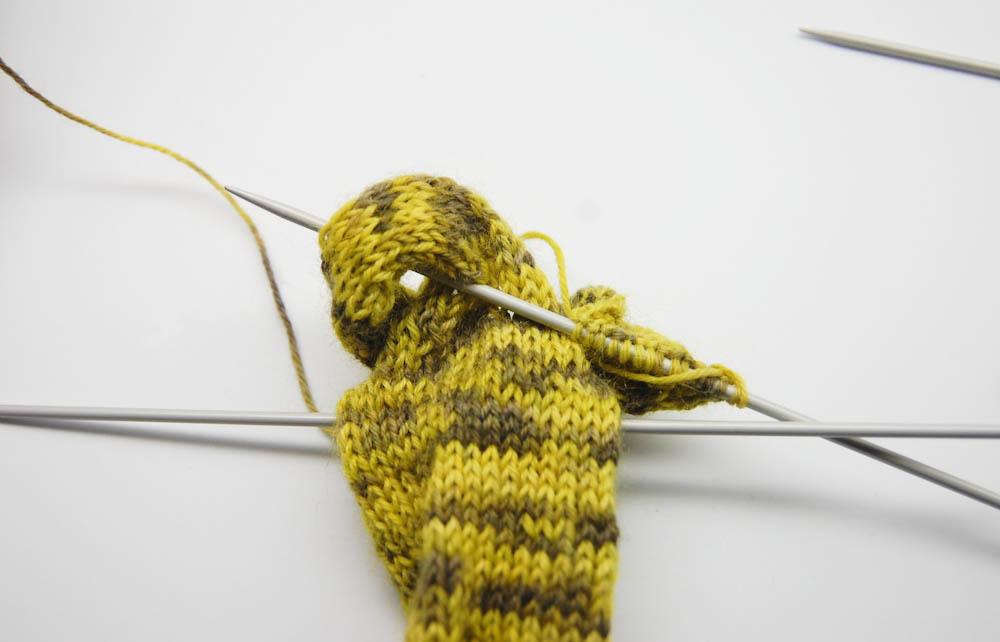 gestrickter Knoten-Schal-2  Anleitung: Dekorativer gestrickter Knoten-Schal