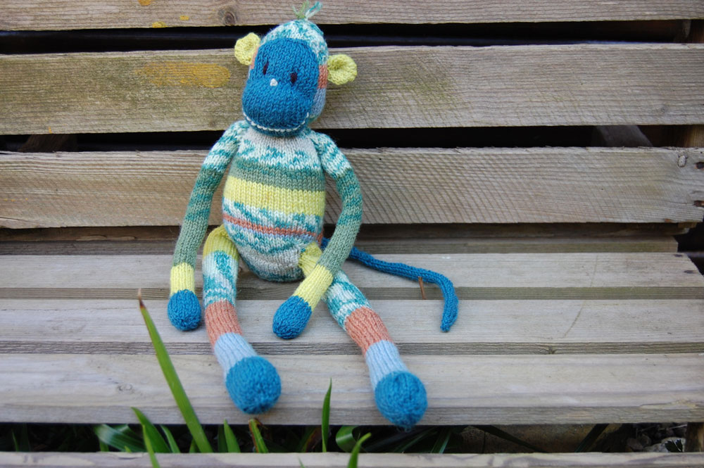 Geschenke stricken - Affe Paulchen  13 wunderschöne Geschenke stricken - mit kostenlosen Anleitungen