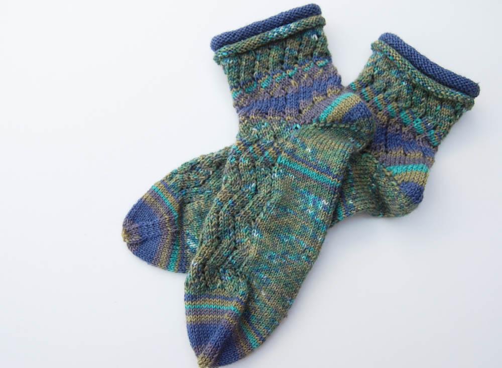 Geschenke stricken - Socken mit Rollrand  13 wunderschöne Geschenke stricken - mit kostenlosen Anleitungen
