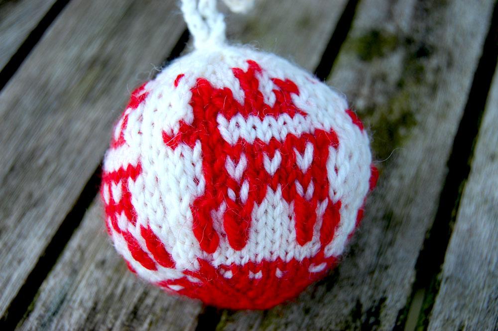 Julekuler - Weihnachtskugeln stricken knit christmas balls how to knit christmas balls Jolekuler