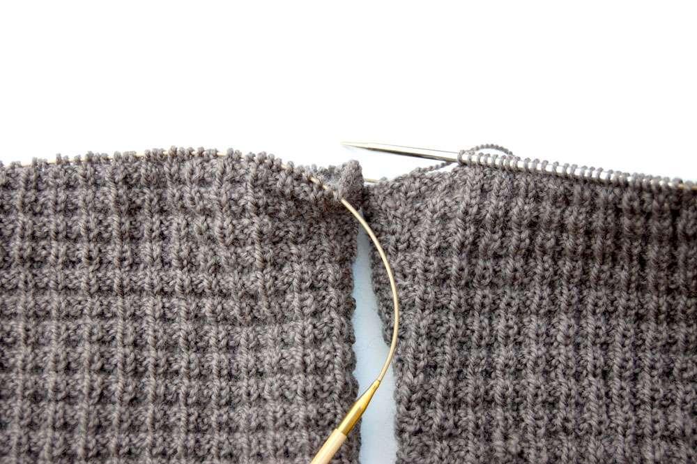 Pullover stricken - Ärmel anstricken  Anleitung: Attraktiven Pullover stricken – in einem Stück