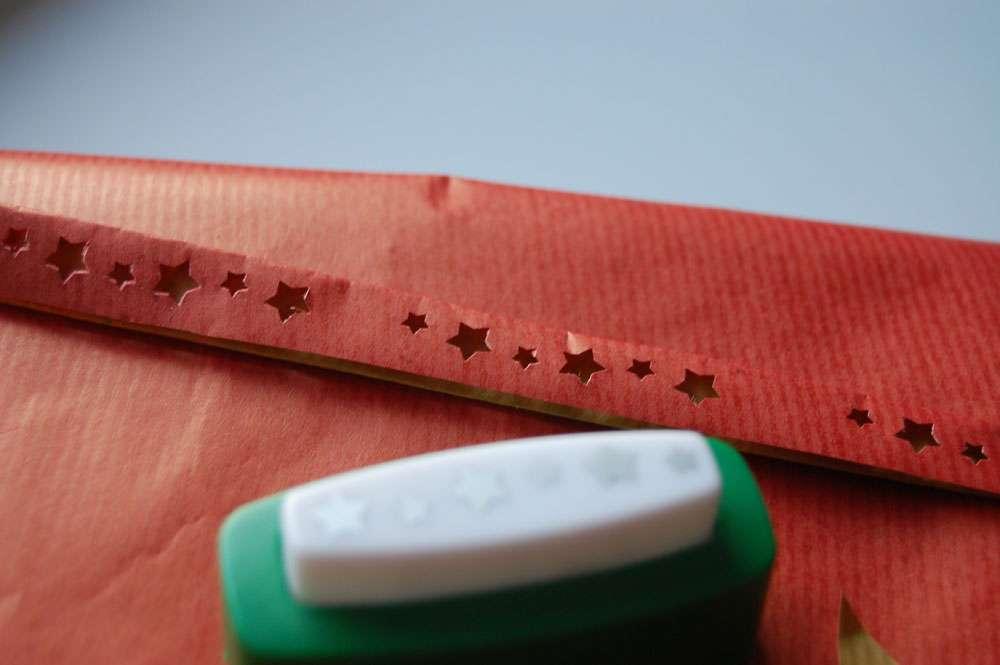 weihnachtliche Geschenkverpackungen - Bordürenstanzer  Weihnachtliche Geschenkverpackungen mit Packpapier, Nähmaschine & Co.