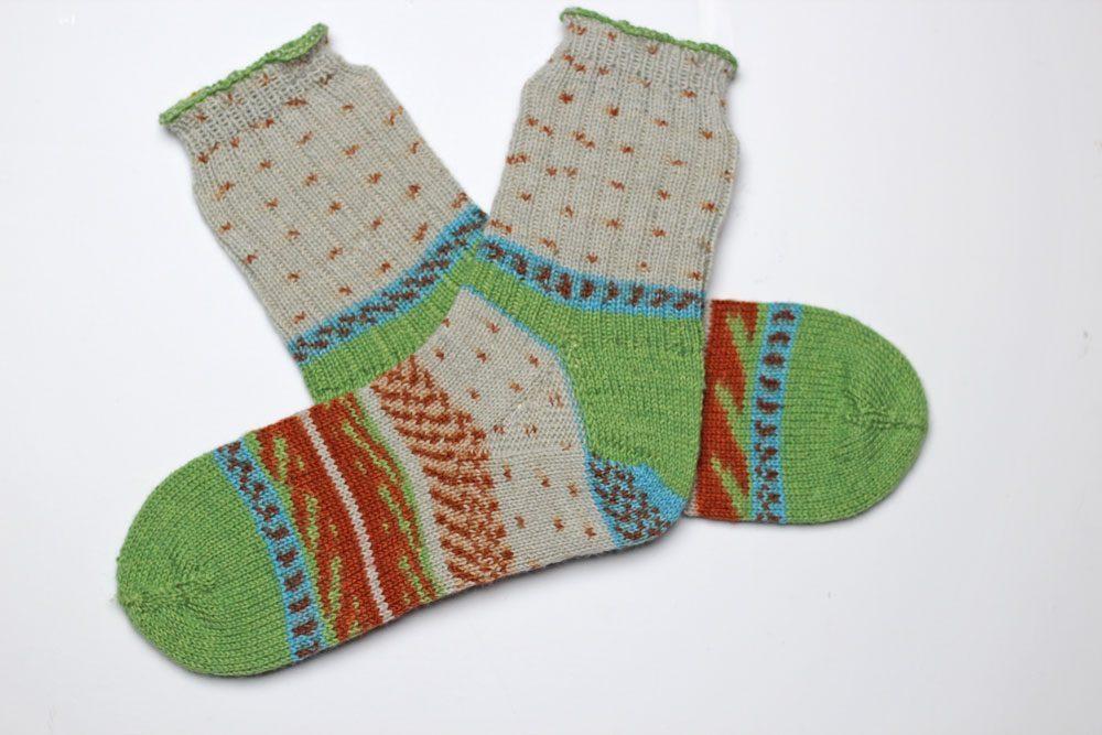 Toe Up Socken - Sockenwunder - fertige Socken sockenwunder Anleitung: Toe Up Socken stricken mit Sockenwunder und Regia Pairfect