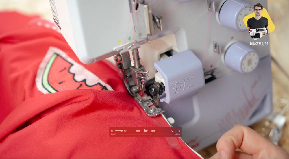 Dekolletee des Badeanzuges inkl. Elastikband zusammen nähen  Anleitung: Badeanzug selber nähen (Schnittmuster zum Herunterladen)