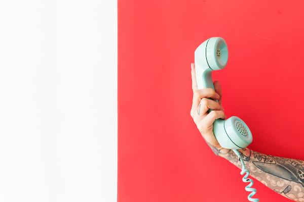 Téléphone ou e-mail ?