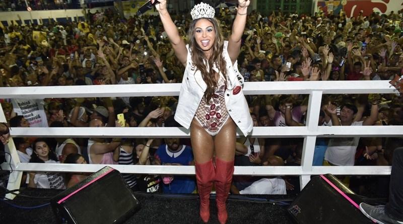 #Carnaval: Andressa Salomone veste Alinne Rosa nesta folia