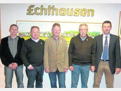 Geehrt wurden Matthias Wolke, Heinrich Rasche jun. und Henry Tober von Andreas Schacke und Stefan Reszel. - Fotos:Schulze