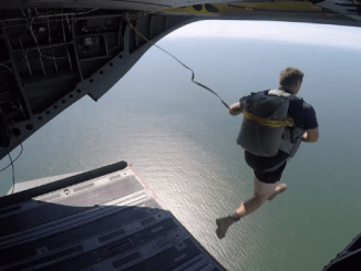 1-75th Ranger jumps from a Chinook helicopter performing a water jump off coast of Georgia in July 2016 (DVIDS).
