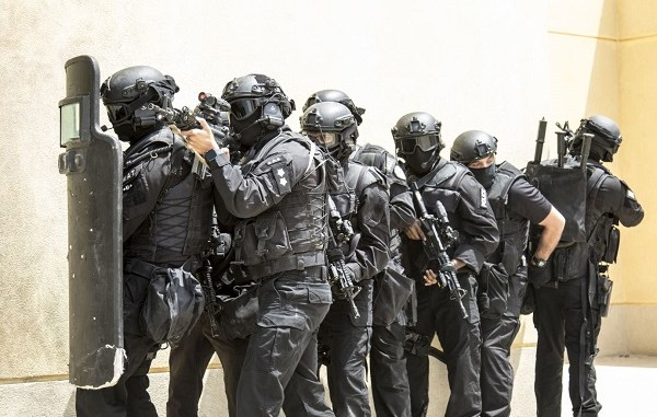 Kuwaiti MoI SWAT team prepare to breach a building during exercise at the Kuwait Special Forces Training Center on May 2, 2019.