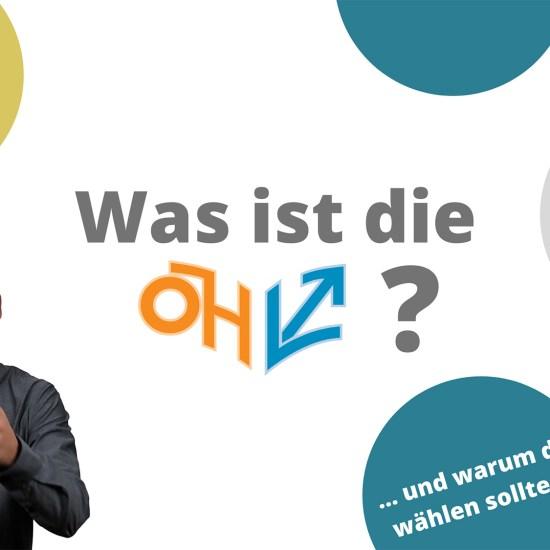 """Patrick vom SOFA-Magazin neben dem Schriftzug """"Was ist die ÖH?"""""""