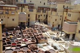 Das berühmte Gerber-Viertel in Fes in Nordmarokko
