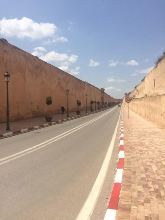 Die Mauer des Golfplatzes des Königs