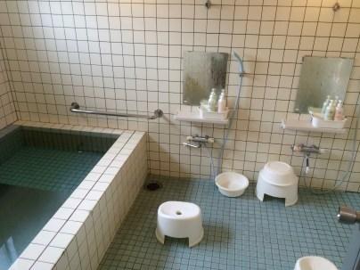 """Ein kommunaler """"Japanese-style"""" Waschraum"""