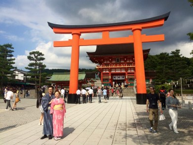 Der Eingang zum Fushimi Inari-taisha Schrein.