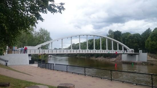 Bogenbrücke über den Fluss Emajõgi