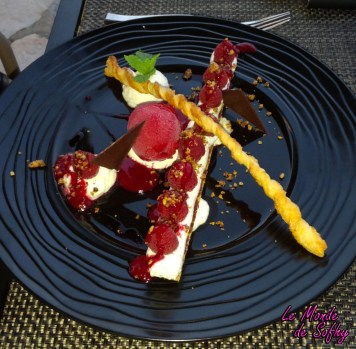 Croquant de framboises, crème yuzu, sorbet framboise