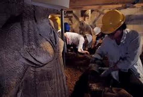 Μία ανάσα πριν την αποκάλυψη: Το σπουδαίο άγαλμα στον τάφο της Αμφίπολης