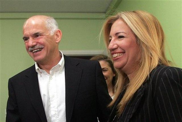 Κινήσεις για επανένωση του ΠΑΣΟΚ. Ο Παπανδρέου ανοίγει πόρτα συνεργασίας