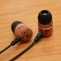 Avier 入耳式全音域耳機,音質好、易收納、價格便宜的高 CP 值選擇!