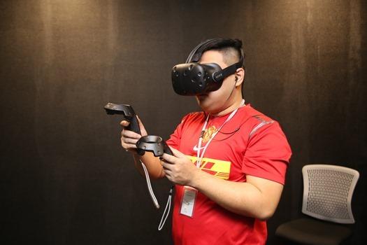 台北電玩展體驗 HTC VIVE Pre 遊戲,現場 PK 勝者送 HTC RE 防水攝錄機! IMG_1315