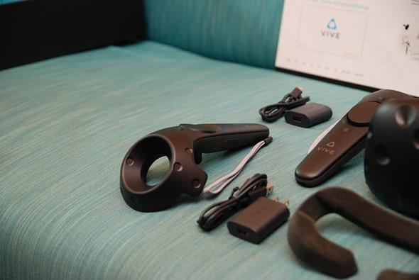 台灣 HTC VIVE 市售版開箱!各裝置細節深入說明 %E6%89%8B%E6%8A%8A