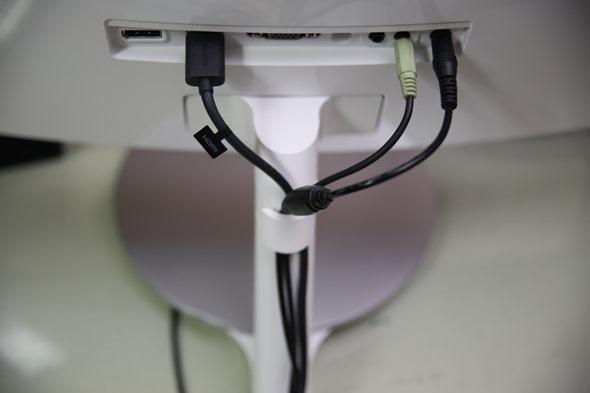 電腦螢幕也有劇院級的影音享受,Samsung C27F591FDE 曲面顯示器評測 image023