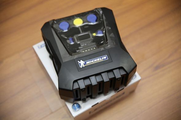 開箱/汽機車、玩具通用 米其林數位自動高速打氣機(12266),輕便好攜帶 IMG_3329