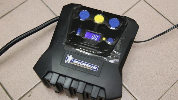 開箱/汽機車、玩具通用 米其林數位自動高速打氣機(12266),輕便好攜帶 IMG_3428