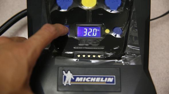 開箱/汽機車、玩具通用 米其林數位自動高速打氣機(12266),輕便好攜帶 IMG_3434
