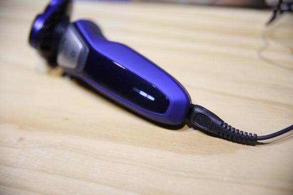 開箱:荷蘭原裝 PHILIPS 三刀頭乾濕兩用電鬍刀(S5600) IMG_3733