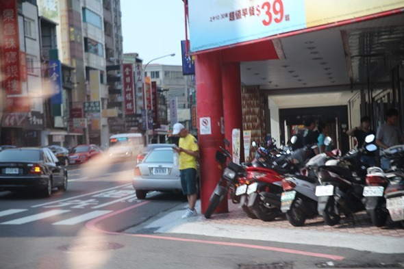 鏡頭直擊/捕捉台南各處 Pokemon GO 「街頭訓練師」 IMG_3797