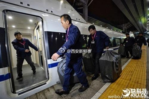 速度速度!中國快遞業者包下高鐵、動車解決龐大貨運問題 20161111205453amv4yzoyh5f