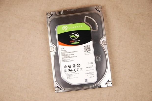 又俗又大碗!Seagate FireCuda 希捷火梭魚平民版固態混合硬碟,讓開機速度有感提升 (含實測) DSC_0199-1