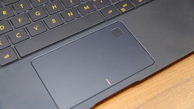 極度輕薄!ASUS ZenBook 3 UX390UA(皇家藍)開箱評測 IMG_5714