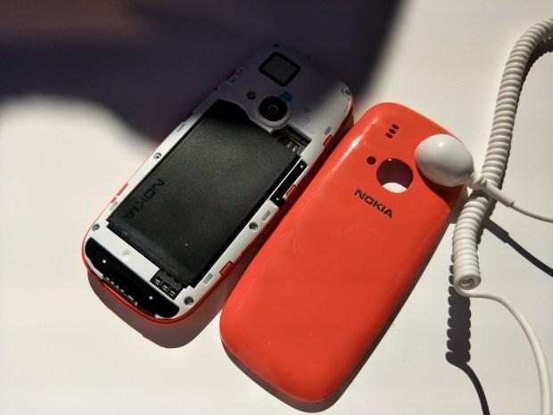 全球矚目!新 Nokia 3310 強勢復刻,發表現場動手玩心得 IMG20170226181757-900x675