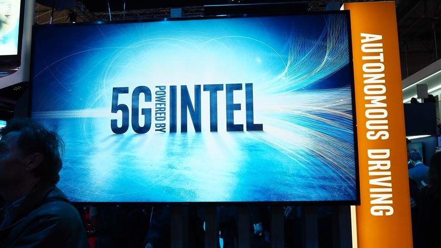 Intel 在 MWC 展示第一個支援 5G 通訊技術的 Intel Go 自動駕駛平台 P2270757
