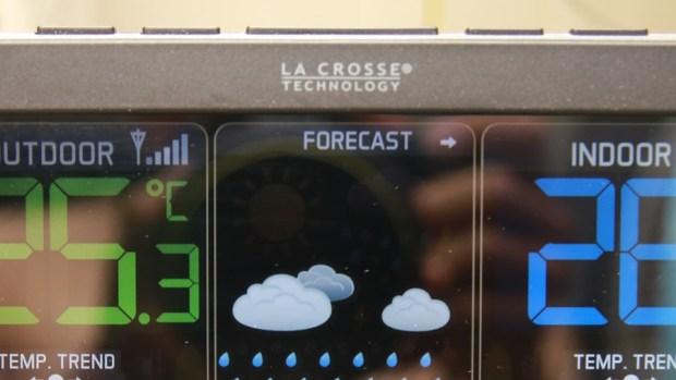 好市多3C:LA CROSSE 無線彩色電子氣象偵測計,具室內外溫溼度監測/預測、天氣預測與日曆報時功能,居家必備超好用! IMG_6665