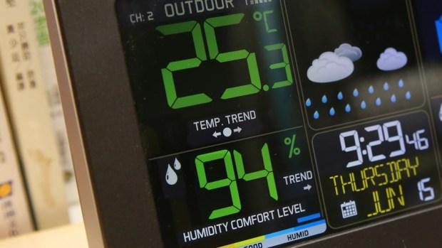 好市多3C:LA CROSSE 無線彩色電子氣象偵測計,具室內外溫溼度監測/預測、天氣預測與日曆報時功能,居家必備超好用! IMG_6667