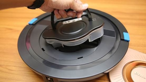 [史上最便宜] 飛利浦掃地機器人(FC8776/31)推薦,超薄機身家具底下空間輕鬆深入清潔 image043