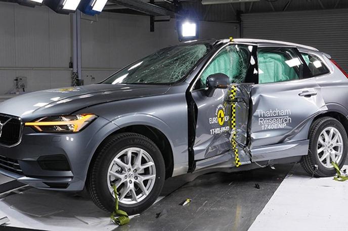 Euro NCAP 2017年度各級距最佳安全車款,你的車有上榜嗎?! volvo_xc60_2017_%E7%AB%8B%E6%9F%B1%E5%81%B4%E6%92%9E