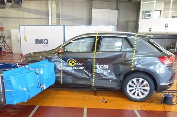 Euro NCAP 2017年度各級距最佳安全車款,你的車有上榜嗎?! vw_t_roc_2017_%E5%81%B4%E6%92%9E