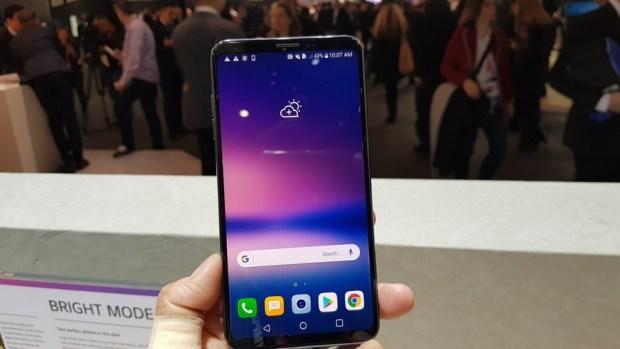 [MWC 2018] 不與爭鋒? LG 在 MWC 僅推出小改款 V30S ThinQ 系列手機,主打相機 AI 功能 20180226_100725