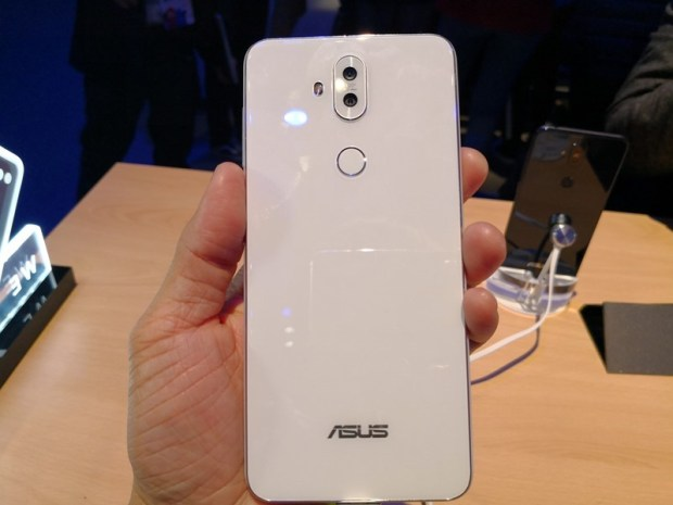 [MWC 2018] ASUS ZenFone 5/5 Lite 簡單動手玩 (外型篇) IMG_20180227_204850
