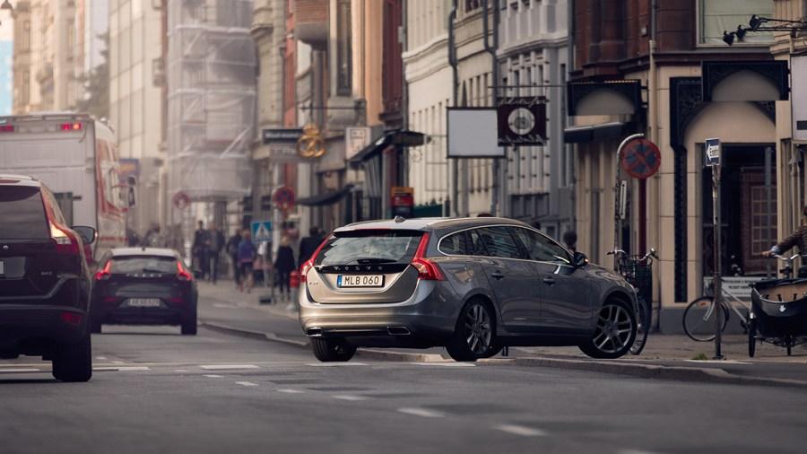 這邊有一批便宜的 Volvo,想買要快喔! v60_1-900x506