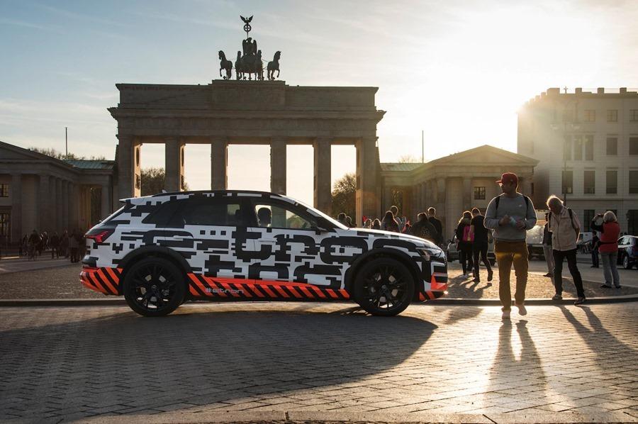 可在 30 分鐘內充飽電的電動休旅車 Audi e-tron SUV %E6%96%B0%E5%9C%96%E7%89%87-4