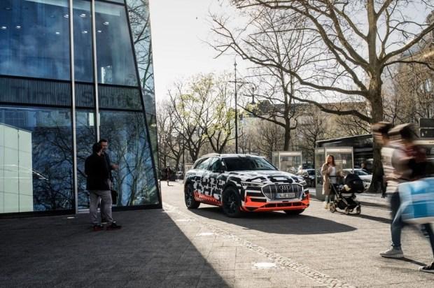 可在 30 分鐘內充飽電的電動休旅車 Audi e-tron SUV %E6%96%B0%E5%9C%96%E7%89%87-7